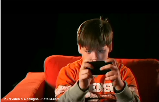 Das Smartphone ersetzt traditionelle Spielgeräte