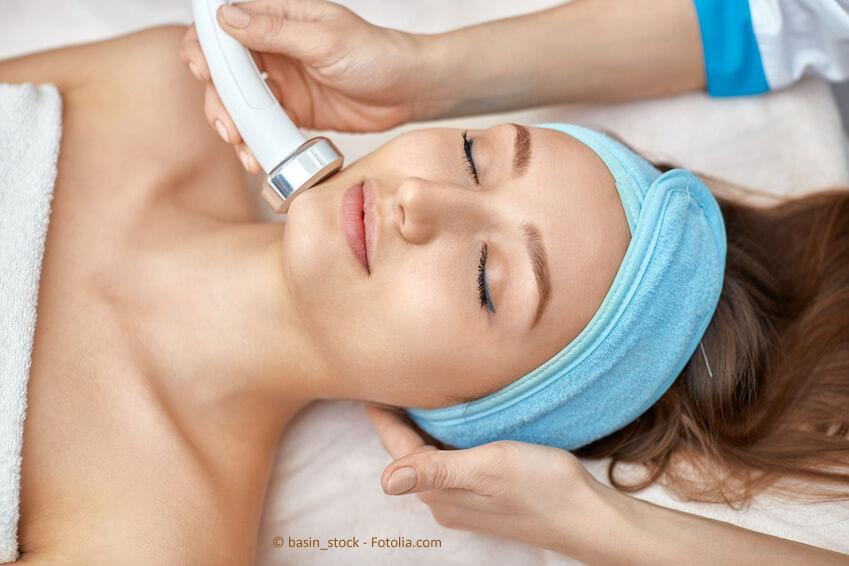 Modell für Ausbildende einer Kosmetikfachschule, Ausbildung zur Kosmetikerin? Warum nicht?
