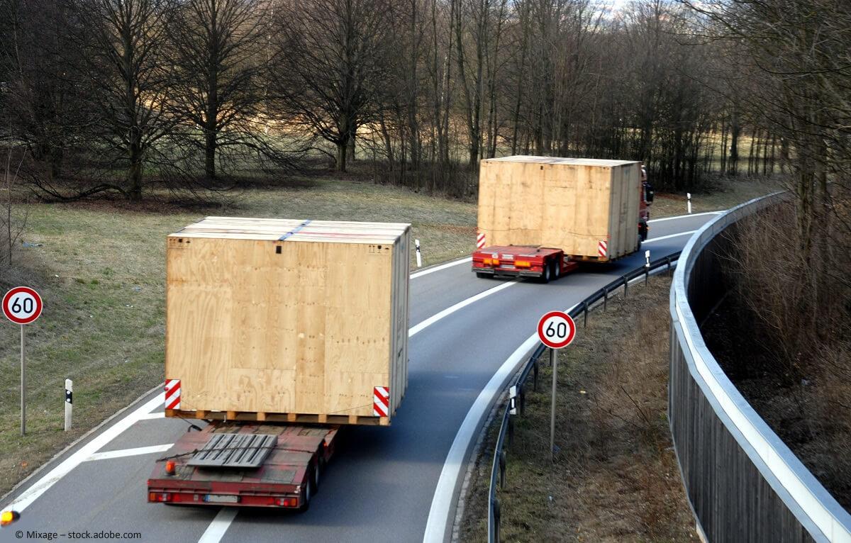 Ausnahmetransporte brauchen Begleitung und Sicherheitsvorkehrungen