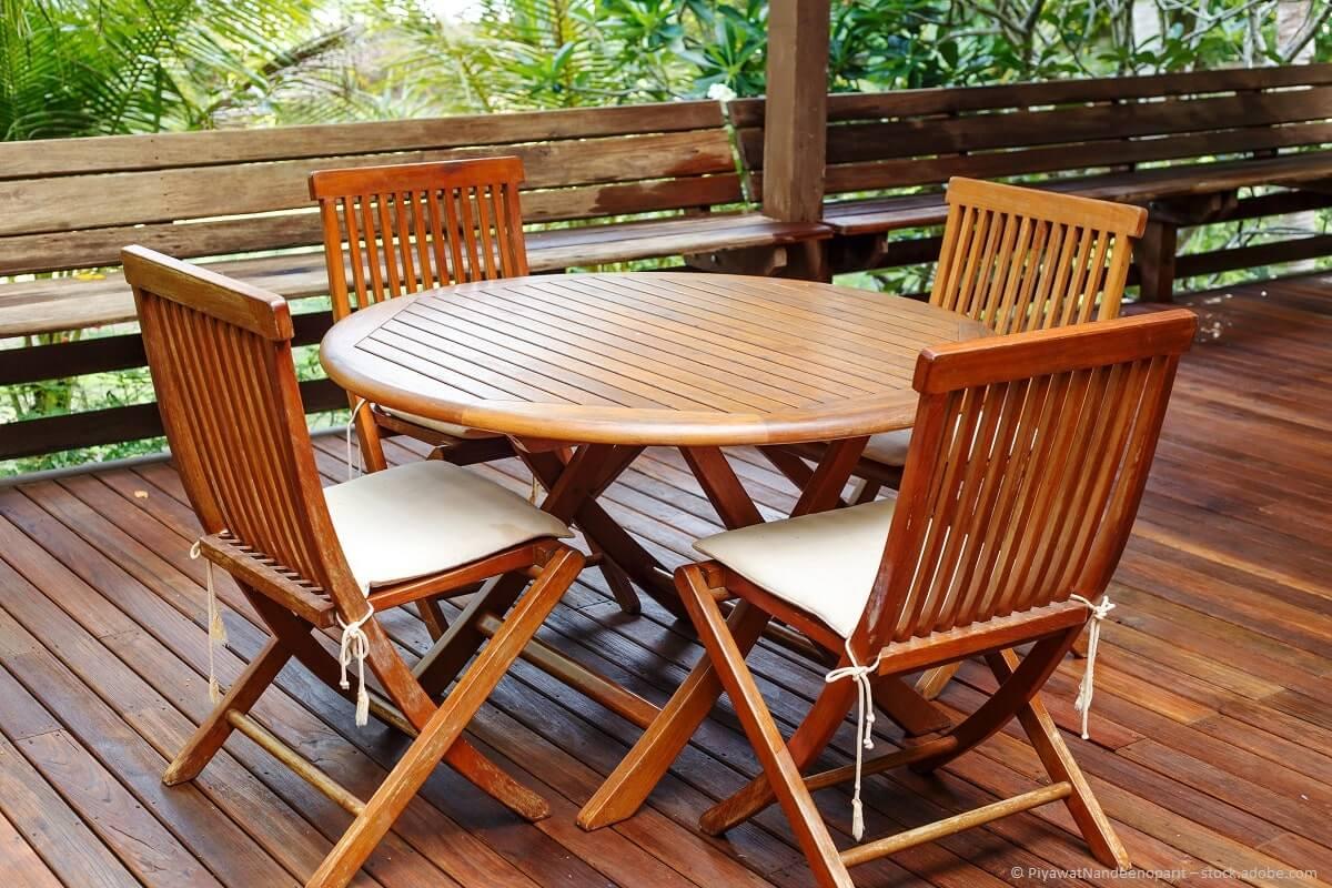 Teakholz Gartenmöbel pflegen und aufbereiten